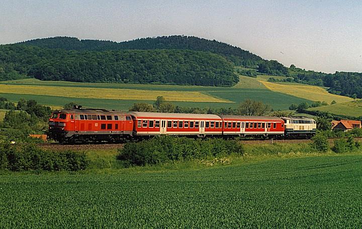 http://www.eisenbahn-im-bild2.de/Bilder/Voll/218_2/25645_218-200-225-027.jpg