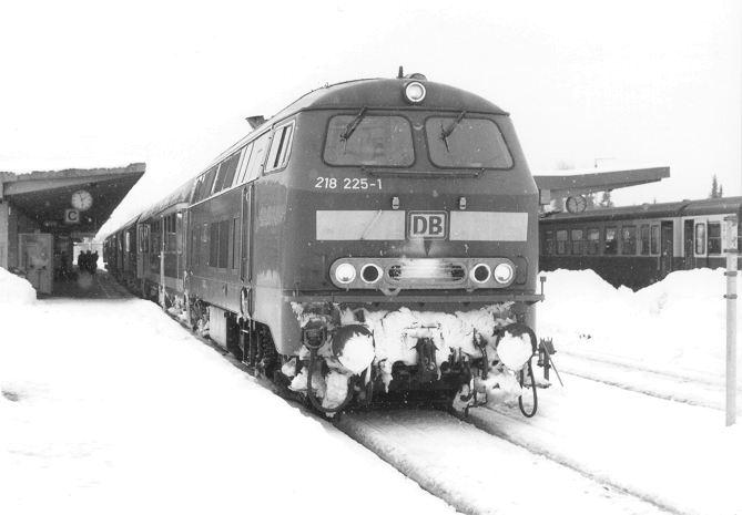 http://www.eisenbahn-im-bild2.de/Bilder/Voll/218_3/20947_218-225.jpg