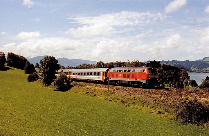 http://www.eisenbahn-im-bild2.de/Bilder/Voll/218_5/26684_218-437.jpg