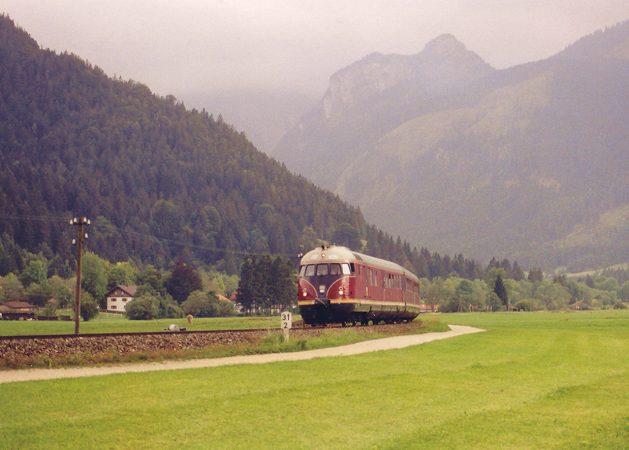 http://www.eisenbahn-im-bild2.de/Bilder/Voll/612_2/23094_612-506.jpg