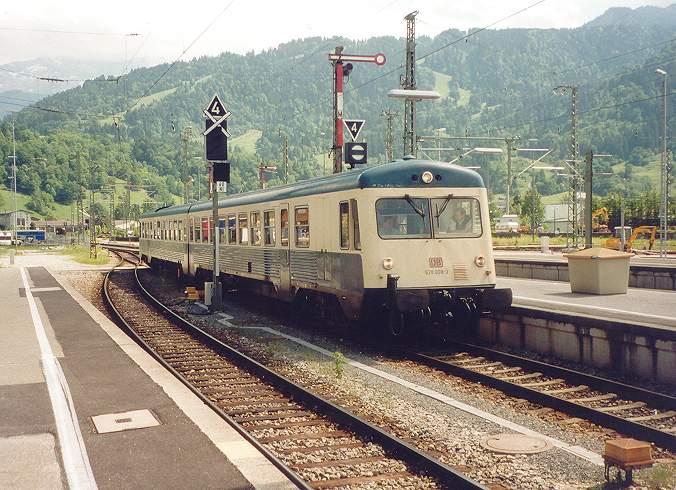 http://www.eisenbahn-im-bild2.de/Bilder/Voll/628_1/19035_628-009.jpg